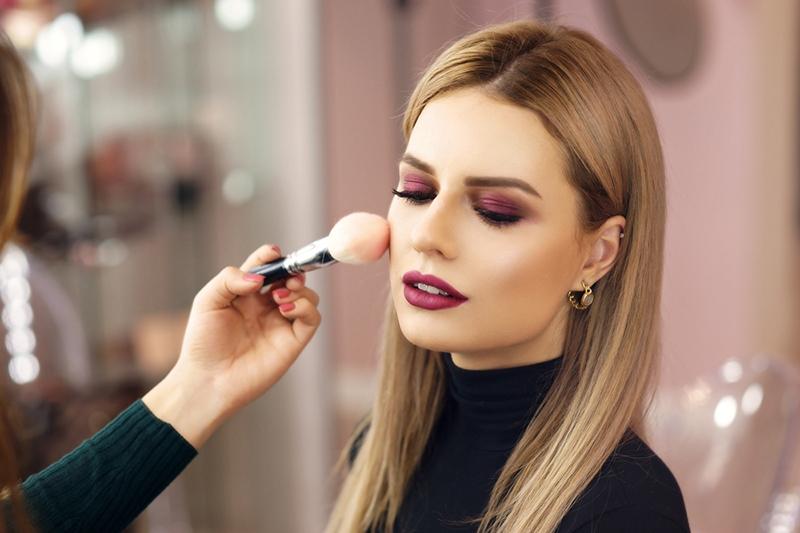 Dlaczego warto stosować bazę pod makijaż?