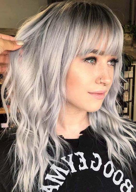 Inspiracje na włosy z grzywką