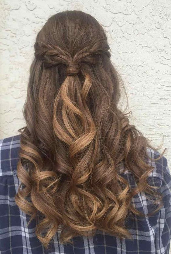 Pomysły na włosy z warkoczem