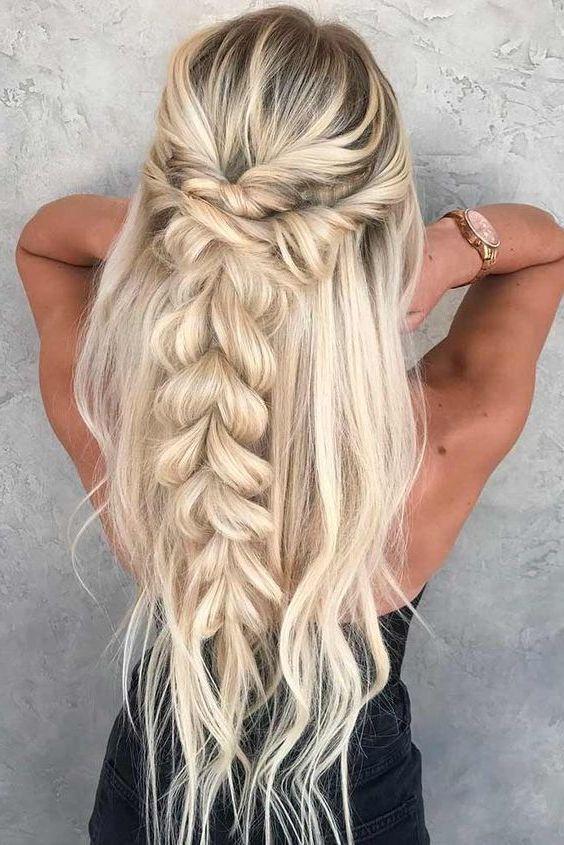 Blond włosy z szerokim warkoczem