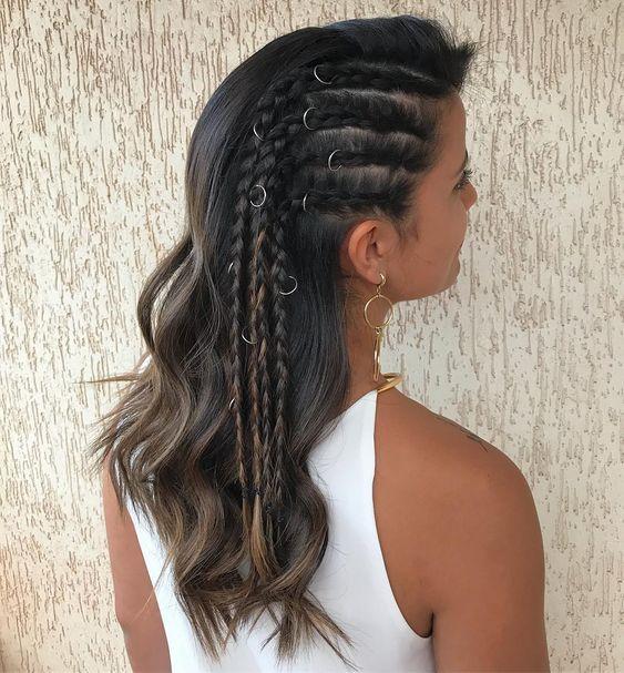Czarne włosy z warkoczami