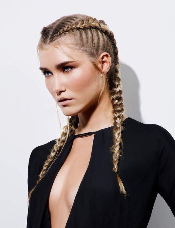 Długie blond włosy z warkoczami
