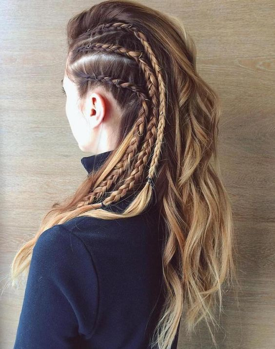 Długie włosy z warkoczami