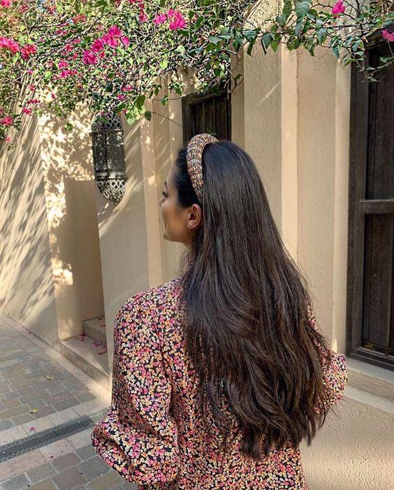 Uczesanie długich ciemnych włosów