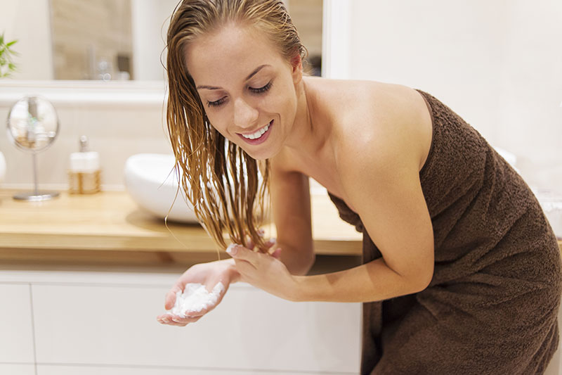 Mycie włosów odżywką - co trzeba wiedzieć?