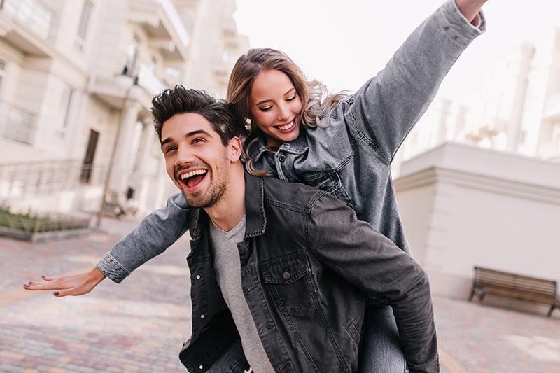 Hormony szczęścia - jak je pobudzić w naturalny sposób?